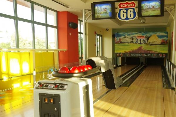 bowling00550BC267C-E25D-5282-DF52-6EFC5208650F.jpg