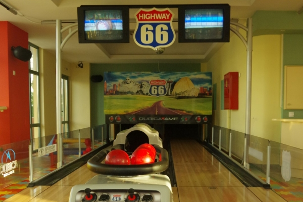 bowling0082E04398A-503A-6F68-8852-D2A883624319.jpg